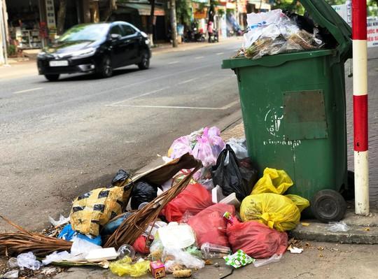 Quảng Ngãi sẽ thu gom rác khẩn cấp trong ngày 12-7 - Ảnh 3.