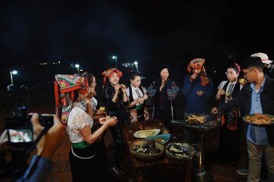 Du học sinh VN tại Úc quảng bá du lịch, ẩm thực Việt - Ảnh 1.
