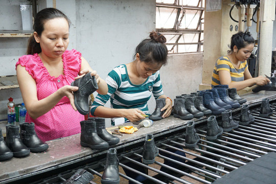 Không được xử lý kỷ luật lao động đối với lao động nữ có thai - Ảnh 1.