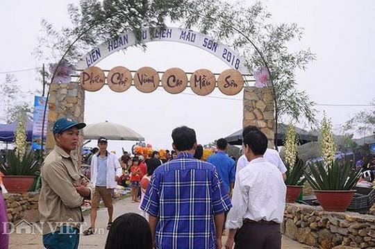 Độc đáo chợ phiên vùng cao Mẫu Sơn - Ảnh 1.
