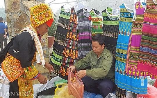 Độc đáo chợ phiên vùng cao Mẫu Sơn - Ảnh 14.