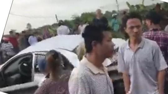 Lại xảy ra tai nạn tàu hỏa tông ô tô, 4 người bị thương nặng - Ảnh 3.