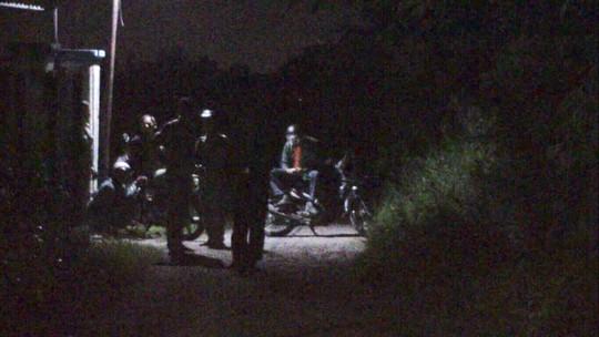 Một tài xế xe ôm Grab bị giết trong hẻm vắng - Ảnh 1.