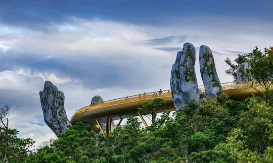 Cầu Vàng Đà Nẵng vào top những cầu đi bộ ấn tượng nhất thế giới - Ảnh 1.