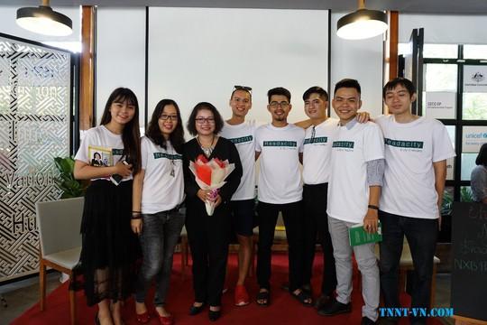 Giao lưu cùng diễn giả - tác giả Trần Nguyễn Ngọc Trang - Ảnh 1.