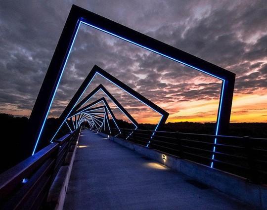 Cầu Vàng Đà Nẵng vào top những cầu đi bộ ấn tượng nhất thế giới - Ảnh 23.