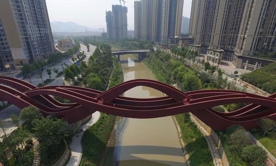 Cầu Vàng Đà Nẵng vào top những cầu đi bộ ấn tượng nhất thế giới - Ảnh 6.