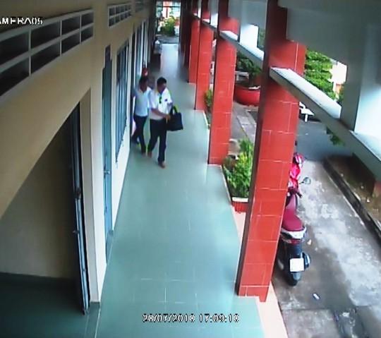 Hình ảnh nhóm người xưng nhà báo đến làm việc với CSGT ở Tiền Giang - Ảnh 4.
