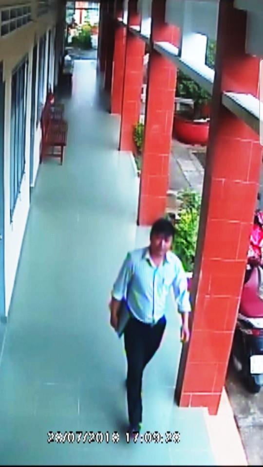 Hình ảnh nhóm người xưng nhà báo đến làm việc với CSGT ở Tiền Giang - Ảnh 7.