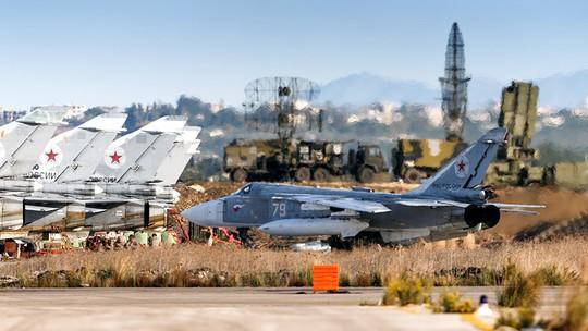 Nga bắn hạ máy bay không người lái áp sát căn cứ ở Syria - Ảnh 1.
