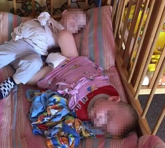 """Nga điều tra """"nhà trẻ địa ngục"""" trói các bé vào cũi - Ảnh 5."""