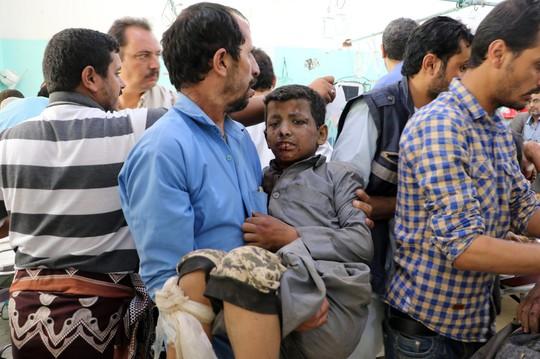 Xe buýt dính đòn thù, 29 trẻ em thiệt mạng - Ảnh 3.