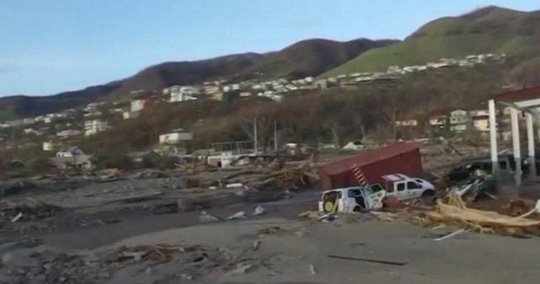 Núi đồ ăn cứu trợ siêu bão thối rữa trong bãi xe sau 11 tháng - Ảnh 2.