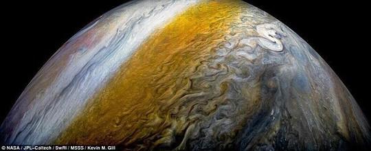 Biển mây Sao Mộc tuyệt đẹp bốc mùi khó ngửi - Ảnh 2.