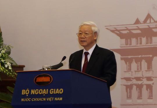Tổng Bí thư nêu một loạt câu hỏi với ngành ngoại giao - ảnh 1