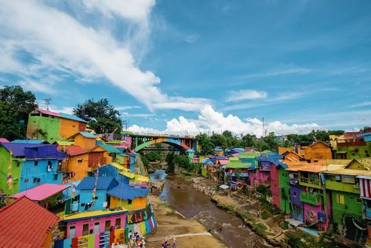 Thị trấn bảy sắc cầu vồng từng là khu ổ chuột ở Indonesia - Ảnh 12.