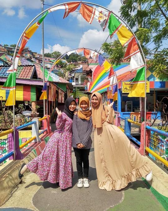 Thị trấn bảy sắc cầu vồng từng là khu ổ chuột ở Indonesia - Ảnh 8.