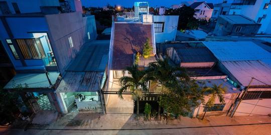 Ngôi nhà gạch ở Đà Nẵng được tạp chí Mỹ khen ngợi vì quá đẹp - Ảnh 1.