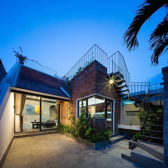 Ngôi nhà gạch ở Đà Nẵng được tạp chí Mỹ khen ngợi vì quá đẹp - Ảnh 2.