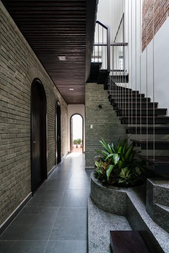 Ngôi nhà gạch ở Đà Nẵng được tạp chí Mỹ khen ngợi vì quá đẹp - Ảnh 14.