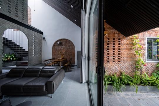 Ngôi nhà gạch ở Đà Nẵng được tạp chí Mỹ khen ngợi vì quá đẹp - Ảnh 6.