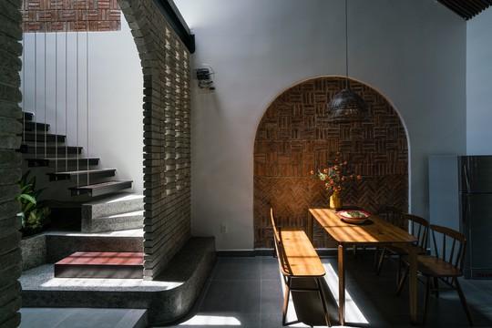 Ngôi nhà gạch ở Đà Nẵng được tạp chí Mỹ khen ngợi vì quá đẹp - Ảnh 10.