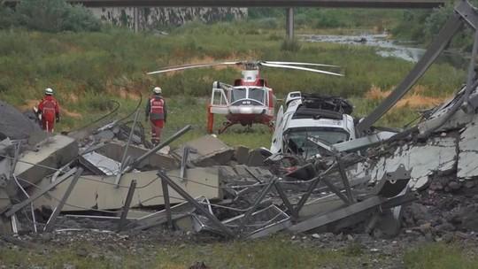Sập cầu trên đường cao tốc, ít nhất 35 người thiệt mạng - Ảnh 2.