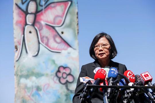 Mỹ nồng nhiệt đón tiếp lãnh đạo Đài Loan, Trung Quốc sôi máu - Ảnh 1.