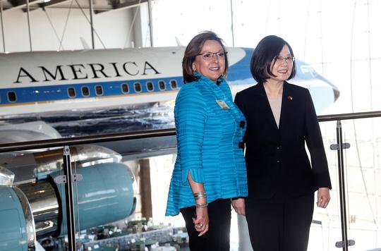 Mỹ nồng nhiệt đón tiếp lãnh đạo Đài Loan, Trung Quốc sôi máu - Ảnh 3.