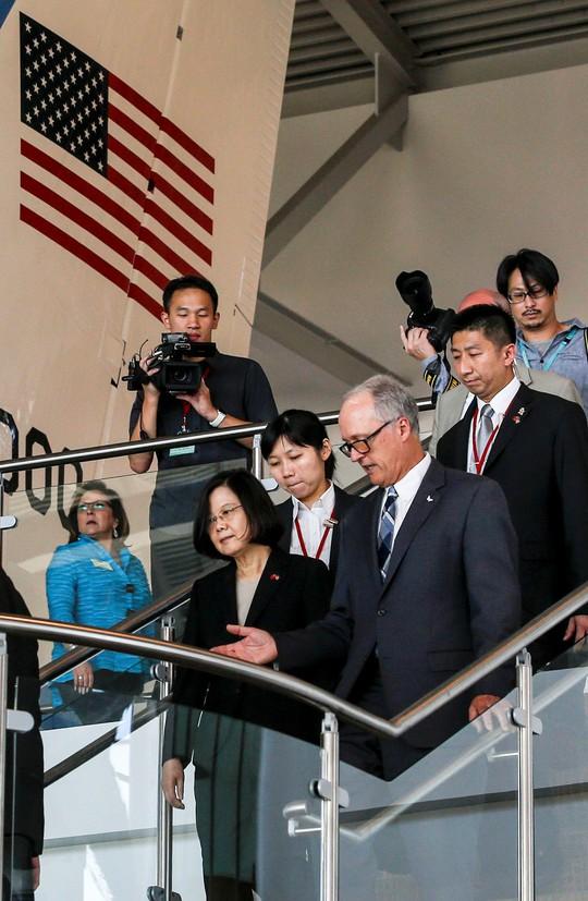 Mỹ nồng nhiệt đón tiếp lãnh đạo Đài Loan, Trung Quốc sôi máu - Ảnh 2.