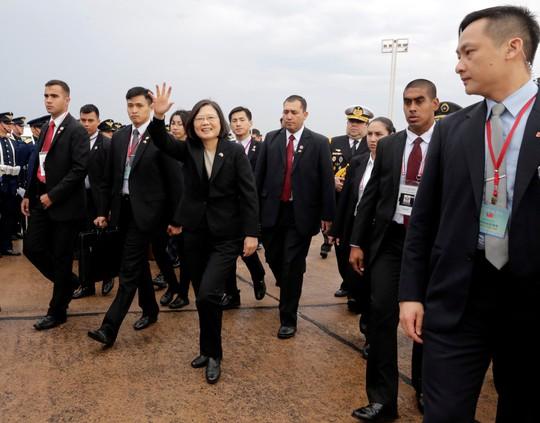 Mỹ nồng nhiệt đón tiếp lãnh đạo Đài Loan, Trung Quốc sôi máu - Ảnh 5.