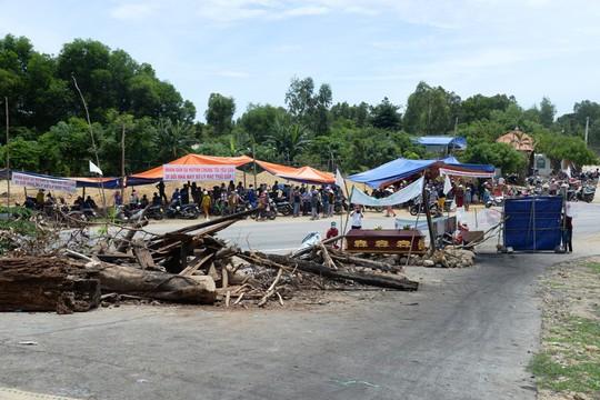 Quảng Ngãi cầu cứu Bộ TNMT vụ dân chặn nhà máy rác - Ảnh 1.