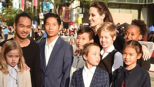 Angelina Jolie và Brad Pitt tốn bao nhiêu tiền cho 6 con? - Ảnh 1.