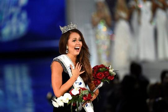 Tân Hoa hậu Mỹ tố cáo bị ban tổ chức thao túng, bắt nạt - Ảnh 1.