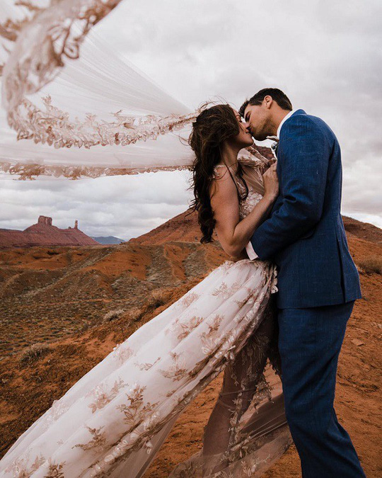 Đám cưới trên lưới giăng qua 2 vách núi cao hơn 100m! - Ảnh 7.