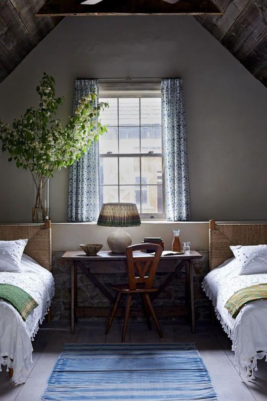 Phòng ngủ cũ kỹ lột xác nhờ mẫu rèm cửa mới nhất - Ảnh 8.