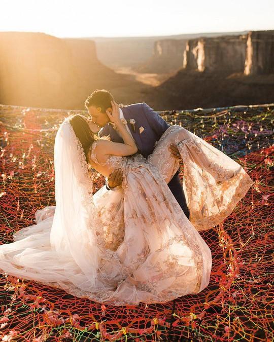 Đám cưới trên lưới giăng qua 2 vách núi cao hơn 100m! - Ảnh 8.
