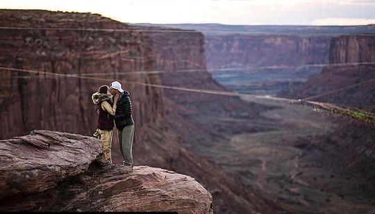 Đám cưới trên lưới giăng qua 2 vách núi cao hơn 100m! - Ảnh 9.