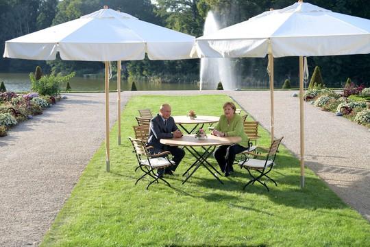 Ông Putin và bà Merkel bàn bạc gì bên ngoài Berlin? - Ảnh 4.
