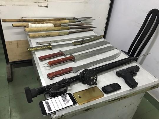 Cảnh sát nổ súng ngăn hơn 60 thanh niên hỗn chiến, ném bom xăng ở Nha Trang 2