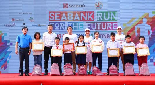 SeABank tổ chức giải chạy gây quỹ học bổng cho trẻ em nghèo hiếu học - Ảnh 8.