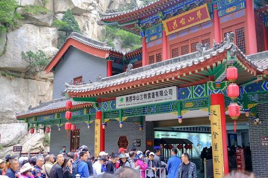 Thử thách ú tim khi đến ngôi chùa cheo leo trên đỉnh núi - Ảnh 6.