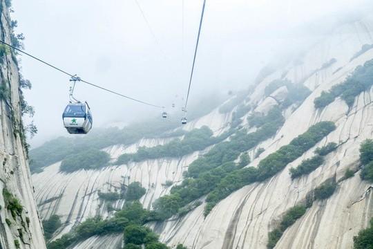Thử thách ú tim khi đến ngôi chùa cheo leo trên đỉnh núi - Ảnh 9.