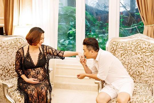 Lê Khánh chụp ảnh bầu làm kỷ niệm cùng ông xã - Ảnh 3.