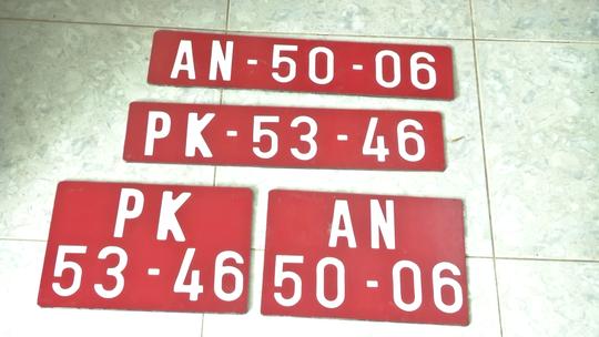 Ô tô chở thuốc lá lậu thủ hàng loạt biển số đỏ giả - Ảnh 4.