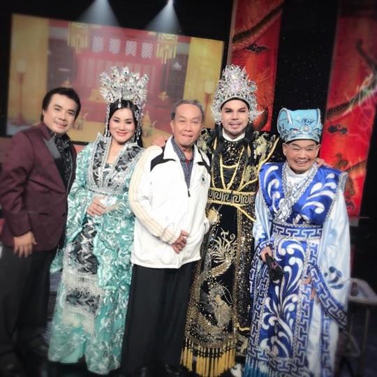 Cha của nghệ sĩ Thanh Hằng xin được chết trên sàn diễn - Ảnh 5.