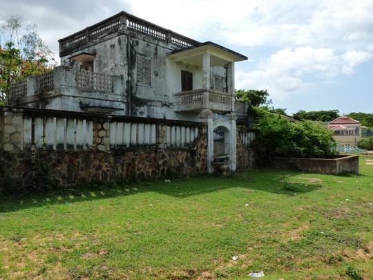 Bí mật di chúc chia thừa kế 70 căn nhà của đại gia Bình Thuận - Ảnh 1.