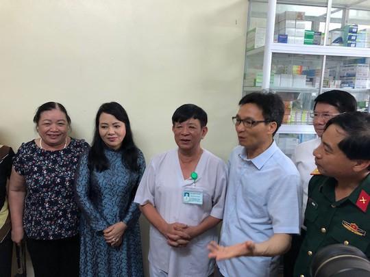 Phó Thủ tướng: Chưa đâu quản lý bán thuốc lỏng lẻo như Việt Nam! - Ảnh 1.
