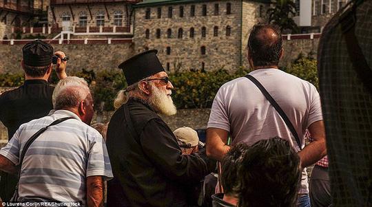 Bí ẩn núi Athos, nơi cấm phụ nữ và trẻ em đặt chân tới - Ảnh 12.