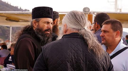Bí ẩn núi Athos, nơi cấm phụ nữ và trẻ em đặt chân tới - Ảnh 14.